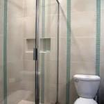 Elegáns zuhanyajtó